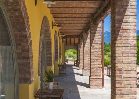 Visione portico casa vacanze Le Fornaci Arezzo