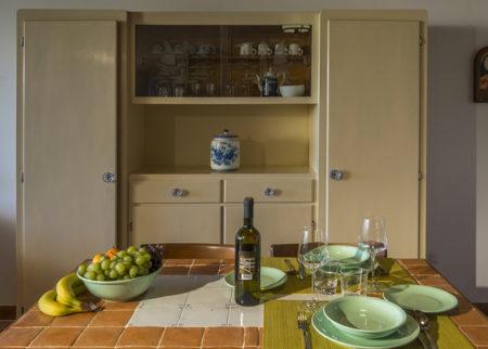 Dettaglio sala da pranzo appartamento Roggiola, casa vacanze Le Fornaci Arezzo