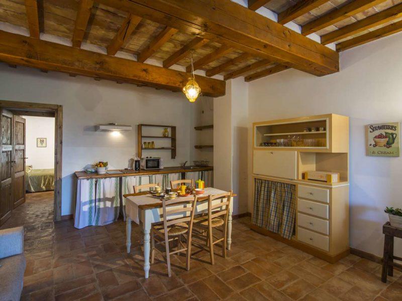 Dettaglio cucina soggiorno appartamento Varisio casa vacanze Le Fornaci Arezzo