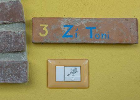 Dettaglio ingresso appartamento Zi Toni casa vacanze Le Fornaci Arezzo
