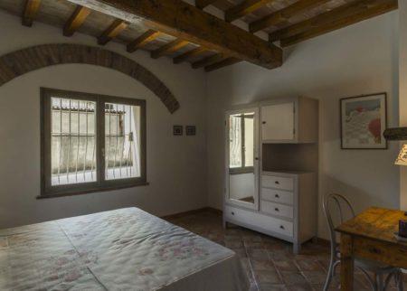 Dettaglio camera da letto appartamento Tito Le Fornaci Arezzo